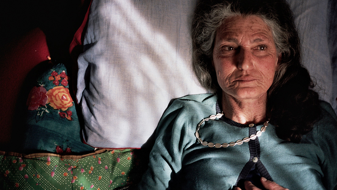 Benedetta Barzini lays in bed in the documentary The Disappearance of My Mother
