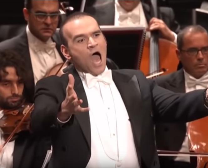 Michael Fabiano singing.